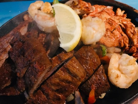 Mixed grilled - beef, chicken, shrimp in Si Señor